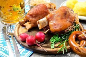 Beierse schweinshaxe foto