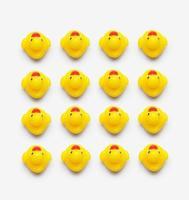 verzameling van gele badeendjes foto