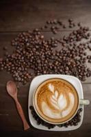 latte art koffie met koffieboon
