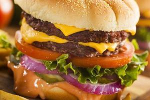 runderkaas hamburger met sla tomaat