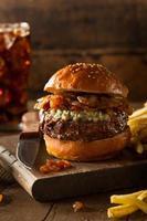 sappige blauwe kaas hamburger foto
