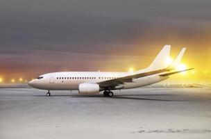 vliegtuigen bij niet-vliegend weer foto