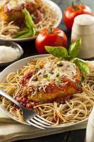 huisgemaakte Italiaanse parmezaanse kip foto