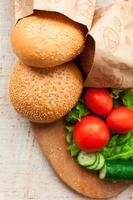 hamburger ingrediënten op tafel