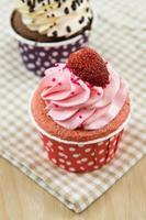 lekkere cupcake met botercrème foto