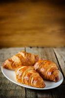 drie croissants foto