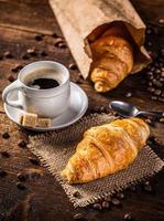 croissant en koffie foto