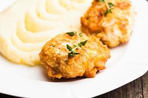 schnitzels met aardappel foto