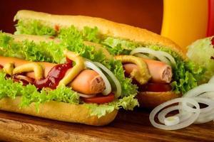 hotdogs met groenten foto