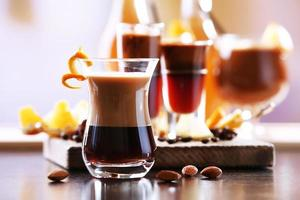 espresso cocktail geserveerd op tafel