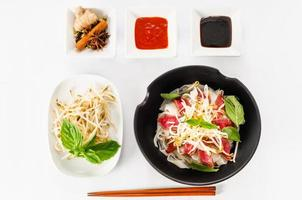 Pho - Vietnamese zeldzame noedelsoep met rundvlees foto