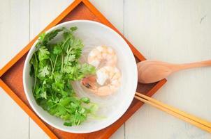 koken met veel koriander foto