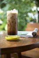 cappuccino en boek foto