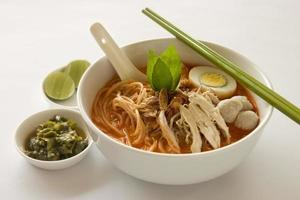 Aziatische laksa noodle foto
