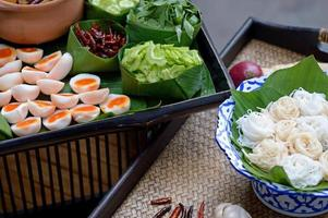 Thaise vermicelli gegeten met curry