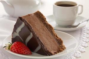 chocolade cheesecake met drie soorten chocolade. foto