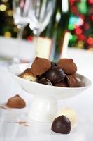 chocoladepralines en truffels foto