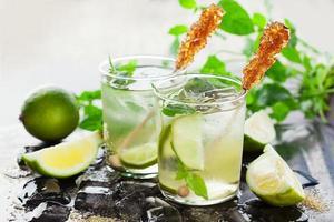 limonade met verse citroen en limoen