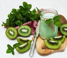 kiwi smoothie in glas