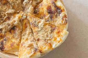 roti met chilisaus en varkensfloss foto