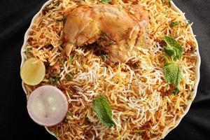 hyderabadi biryani is een populair gerecht op basis van kip of schapenvlees foto