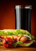 hotdog en cola drinken foto
