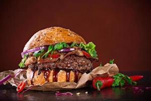 heerlijke hamburger op hout