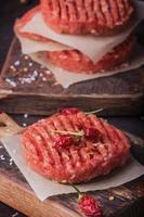 zelfgemaakte hamburger koken foto