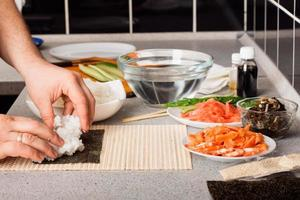 sushi bereiden foto
