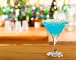 blauwe cocktail foto