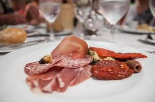 prosciutto en salami gerecht foto