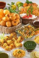 mix chaat items bhelpuri, paanipuri, sevpuri foto