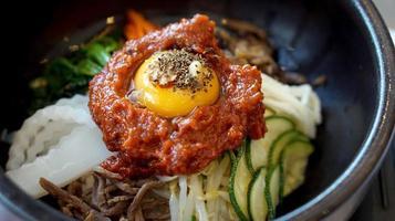 Bibimbap, Koreaans warm mix bijgerechten eten foto