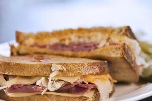 gegrilde reuben sandwich foto