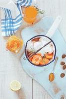 zelfgemaakte abrikozenmarmelade foto
