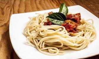 bord met spaghetti foto