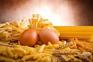 mix groep van Italiaanse pasta foto