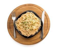 pasta spaghetti macaroni op wit foto