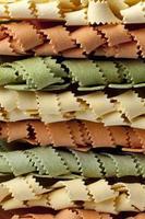 Italiaanse pasta tricocolore foto