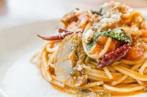 spaghetti met tomatensaus en pikant