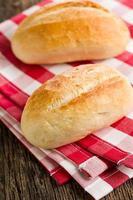 het broodje op geruit servet foto