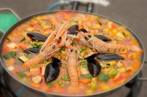 paella met zeevruchten foto