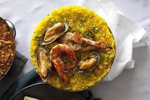 braadpan met paella foto