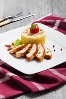 portie risotto met gebraden kip.
