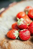 aardbei. aardbeien. biologische bessen