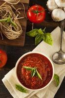 huisgemaakte rode Italiaanse marinara saus foto