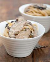 Italiaanse spaghetti pasta en champignons foto