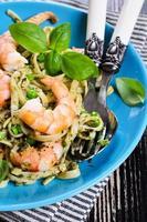 pasta met garnalen en erwten foto