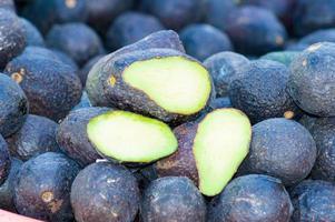 avocado haas variëteit gestapeld. foto