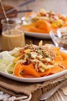 rauwe pad thai salade foto